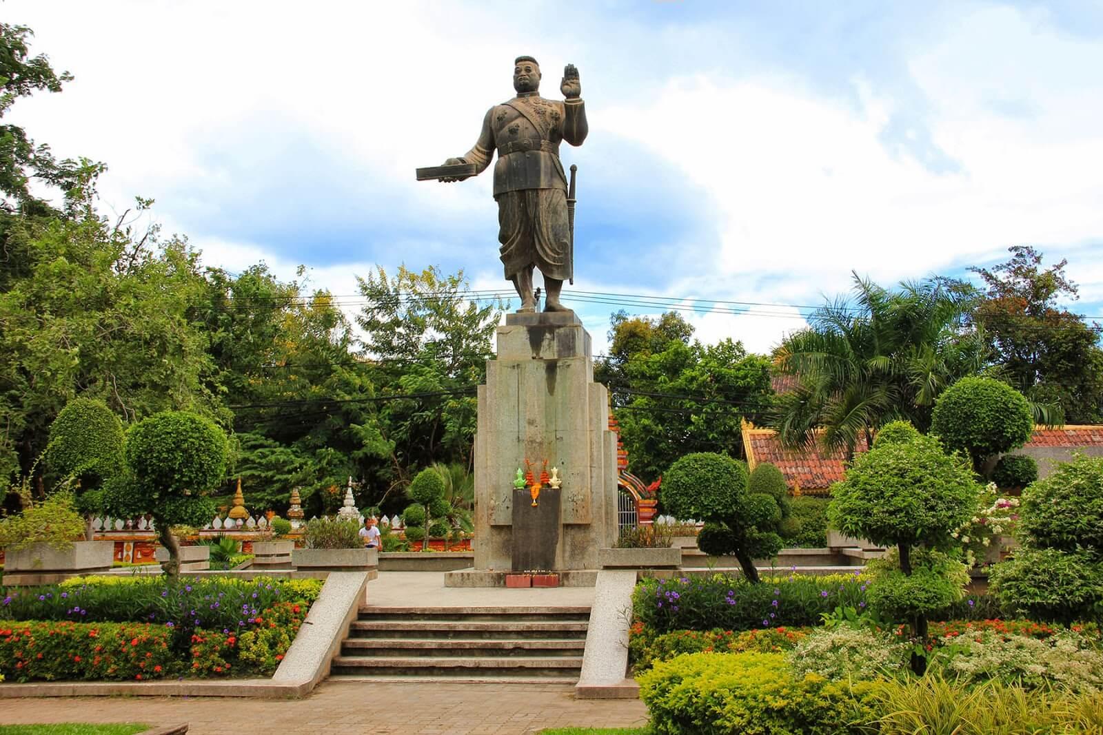 Wat Si Muang 7
