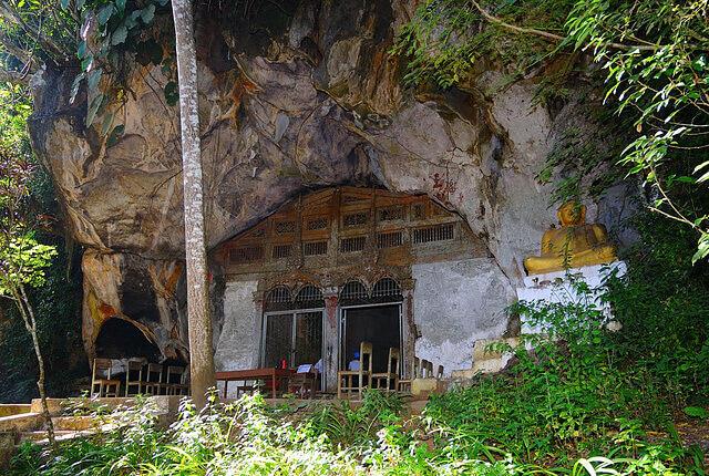 Pak Ou Caves 4