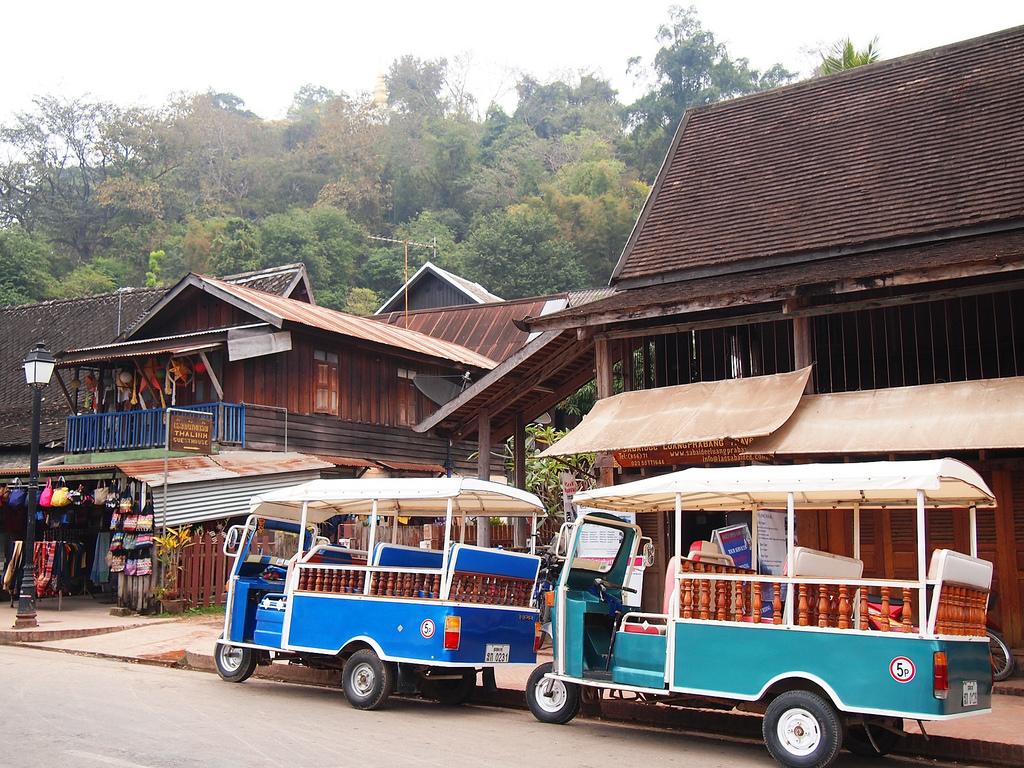 Full Day Explore Luang Prabang By Tuk Tuk (Included Temple)