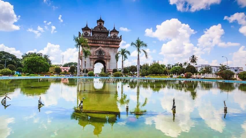 Patuxai in Vientiane 1