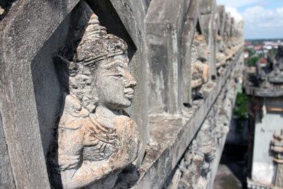 Patuxai in Vientiane 5